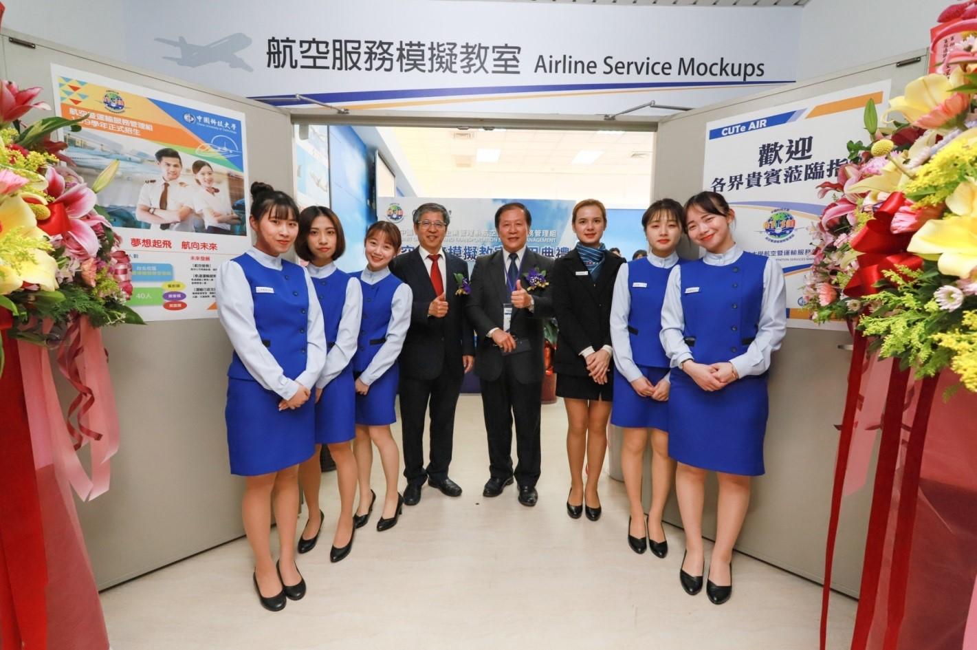 圖4 景文高中黃景生校長蒞臨參加中國科大航空服務模擬教室啟用典禮